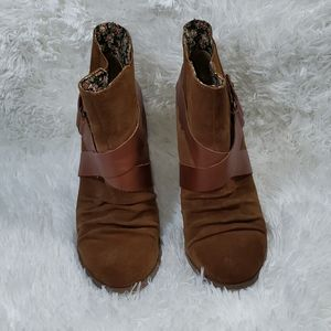 Seychelles Thriller Whiskey suede pull on wedge